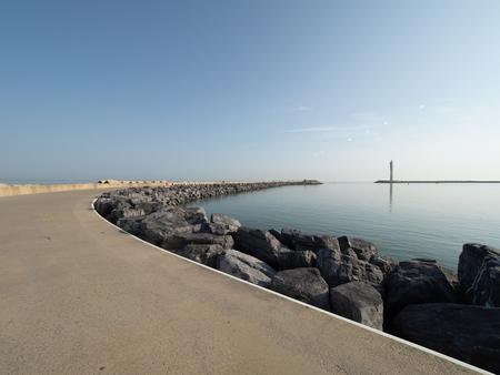 The Western breakwater in Ostend. Stockfoto - 121196950