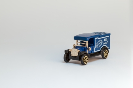 smal: smal toy car in blue whit golden radiator