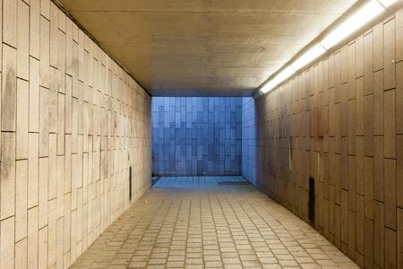オンデル電車は地下鉄の地下道
