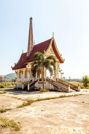 inceneritore: Questo inceneritore � in Thailandia � una tradizione buddista che le persone sono collegate
