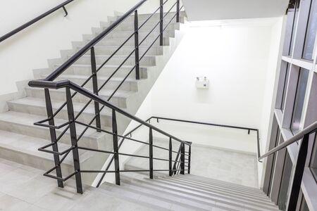 오래 된 건물에있는이 아름 다운 계단에 있습니다