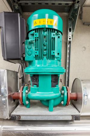 bomba de agua: bomba de agua para la calefacci�n central del edificio