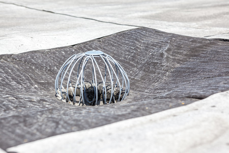 on an flat roof drain is that in order to hold against leaves