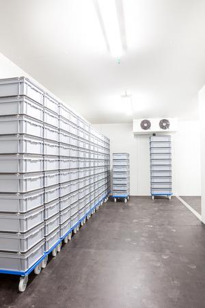 2 つのファンを持つ産業室冷蔵庫 写真素材