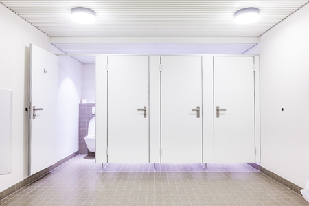 In an public building are womans toilets whit white doors