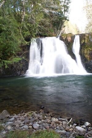 Beaver Creek Falls on a sunny spring day 免版税图像