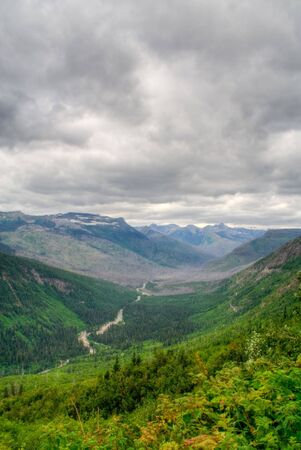 glacier national park: Beautiful mountain vista in Glacier National Park