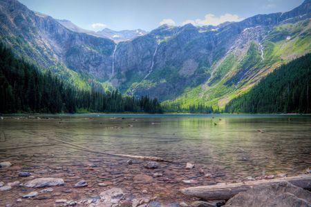 グレイシャー国立公園 (モンタナ州) で雪崩湖