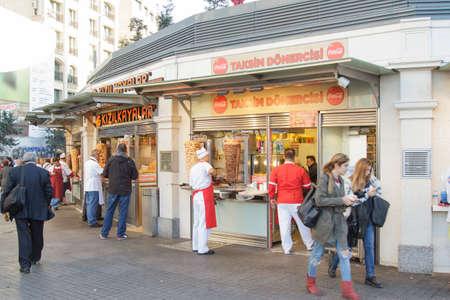 Rue Istiklal à Taksim-Beyoglu, Istanbul Turquie - novembre 2015