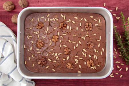 pine nuts: chestnut cake with pine nuts and rosemary