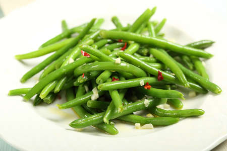 salad of green beans with garlic and chilli Foto de archivo
