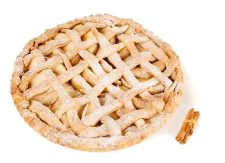pastel de manzana: El hogar hizo la tarta de manzana con canela aislado en blanco