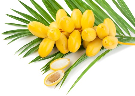 A bunch of fresh date fruits with palm leaf, one fruit is broken in half, the stone is visible  Isolated on white background Stockfoto