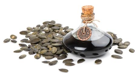 Pompoenzaadolie met geschilde zaden geïsoleerd op een witte achtergrond Stockfoto - 37312146