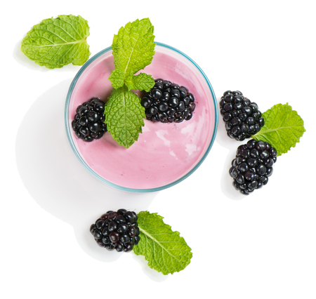 hierba buena: Blackberry smoothie in a glass with sprig of mint and berries isolated on white background, top view Foto de archivo