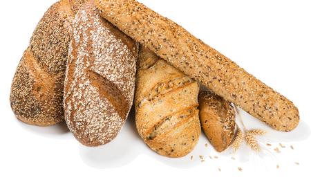 cereales: Varios pan de cereales y con los oídos aislados en un fondo blanco.