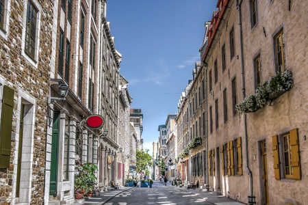 HDR Image of Street in old Quebec City, Canada, with the typical facade and windows of a houses and boutiques  Zdjęcie Seryjne