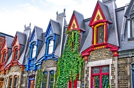 Parte de casas vitorianas visto do lado oeste com a cor do telhado em imagem HDR Montreal,