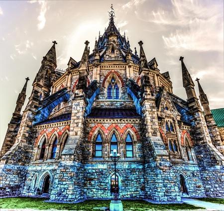 Arquitetura fora da Biblioteca do Parlamento imagem HDR em Ottawa