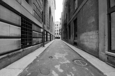 Schmale Straße in der Altstadt von Montreal
