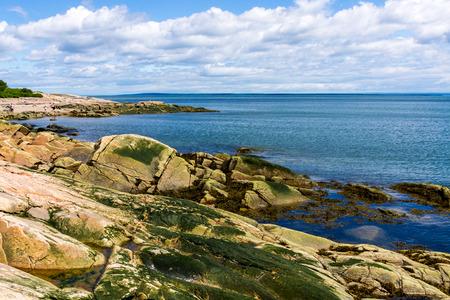 Linha costeira rochosa em Charlevoix Quebec, Canad