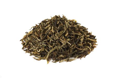 Pilha de chá verde, isolado no fundo branco. Fechar-se.