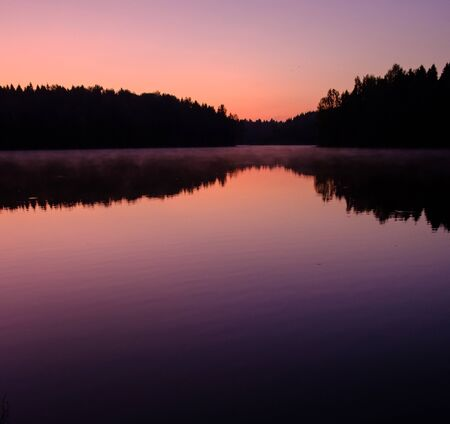 early morning sunrise over a lake on a forest background 版權商用圖片