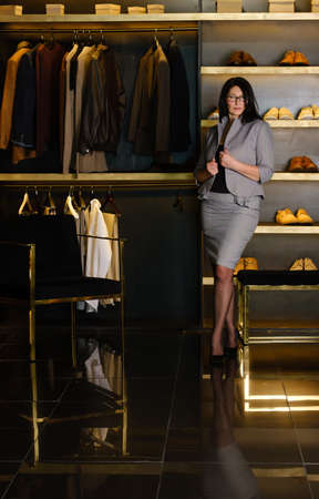 beautiful adult woman in a strict gray suit in a dressing room 版權商用圖片