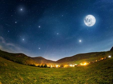 보름달. 크림 여름 밤 스톡 콘텐츠