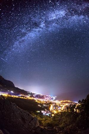 은하수. 크림에 아름 다운 여름 밤