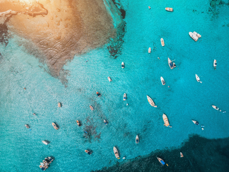 Aerial view of boats and luxury yachts in transparent blue sea at sunset in Spain. Colorful landscape with marinabay, azure water. Balearic islands. Top view. Travel in Europe. Summer vacation Imagens - 123117262