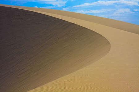 A beautiful round shaped desert sand dune in Vietnam 版權商用圖片
