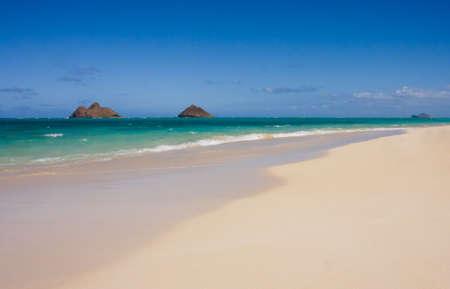 Scenic view of the beautiful Lanakai sandy beach. Oahu, Hawaii East Shore. 版權商用圖片