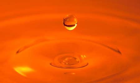 Drop of water captured with high speed macro photo - Orange filter- Shallow depth of field - Horizontal 版權商用圖片