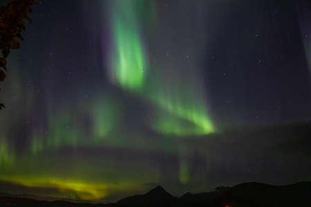 Aurora boreale sul colore verde dell'Islanda Archivio Fotografico
