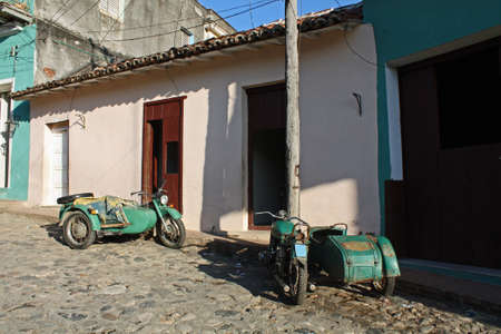 Two old motorcycles in Sancti Spiritus in Cuba 스톡 콘텐츠
