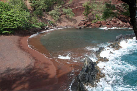 Red sandy beach on Maui 스톡 콘텐츠