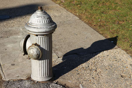 borne fontaine: feu Argent hydrant