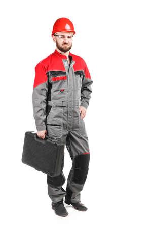 casco rojo: guardapolvos hombre vistiendo con casco rojo sobre fondo blanco