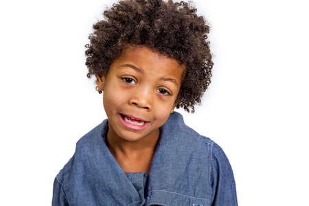 carita feliz: Muchacho travieso que se justifica por los padres.