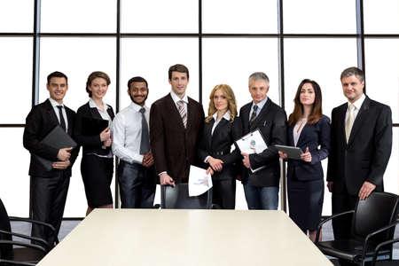 lider: Hombres de negocios en la sala de conferencias. Empresa de Auditor�a. Las negociaciones de la corporaci�n empresarial. La cooperaci�n entre los pa�ses.