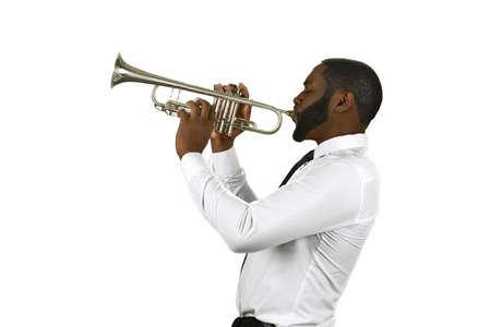 Entusiasta con una tromba. Che musicista. Impressionante musicista ha abilità. Esecutore di tromba di talento.