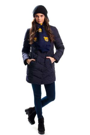 pantalones abajo: Chica en la marina de guerra por la chaqueta, pantalones oscuros y botines.