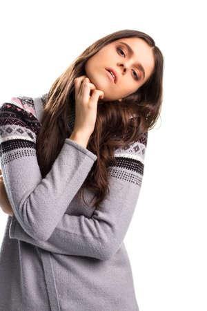 paciencia: Muchacha que se inclina la cabeza. Señora lleva suéter gris. Que está probando mi paciencia. ¿Necesita un momento para relajarse.