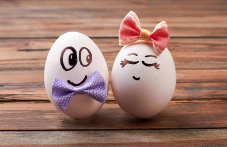 beguin: Love egg couple with bows. Drawn faces on eggs. How to make romantic breakfast.