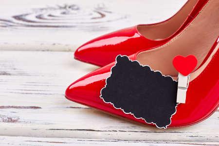 화이트 여성 빨간 신발입니다. 마음에서 선물하세요.