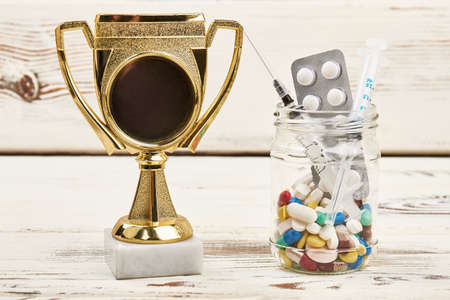 賞、注射器や薬。アスリートのための薬物を禁止されています。
