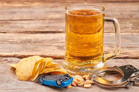 道路で有罪を避けるため、飲まない。飲酒と運転結果。