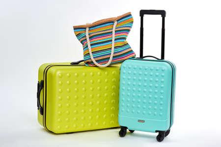 Vrouwelijke handtas en twee koffers. Voorwerpen voor het verpakken van kleding. Stockfoto