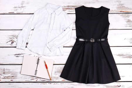 0f09544dd  85535470 - Ropa escolar y accesorios para niñas. Camisa blanca de las  muchachas